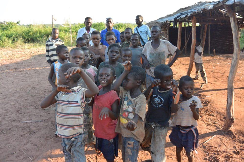 _les-enfants-de-kkl-joyeux-a-l_annonce2-0de%20larriv%e9e%20ecole%20mobile-1